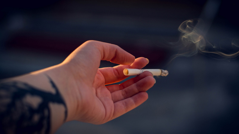 Epidemiologė apie COVID-19 ir rūkymą: prastos žinios turintiems šį žalingą įprotį