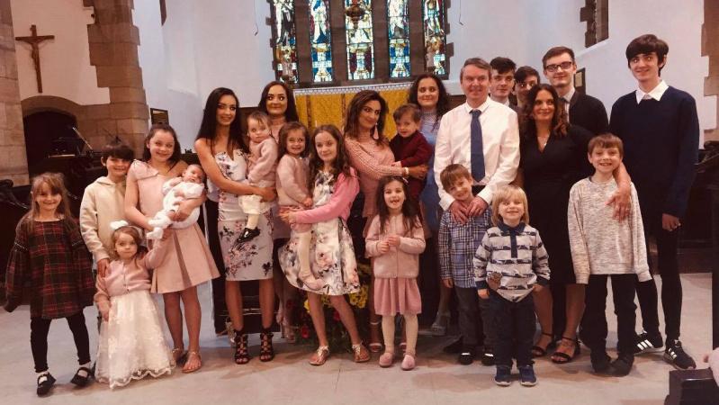 22 vaikus auginanti britų šeima susidūrė su problema: neatgauna didelės pinigų sumos