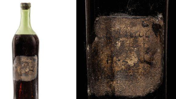 Aukcione parduotas vienas seniausių pasaulyje konjako butelių