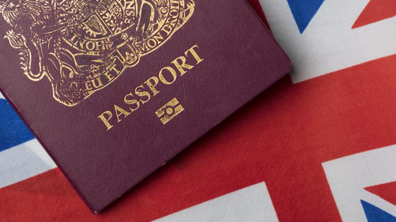 B. Johnsonas žada trims milijonams kinų galimybę atvykti gyventi JK