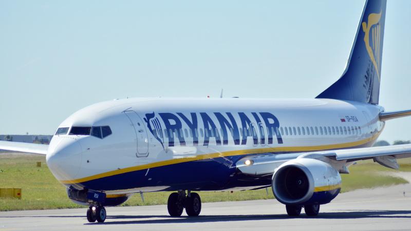"""""""Ryanair"""" netaikys skrydžio keitimo mokesčio liepą ir rugpjūtį užsakytiems skrydžiams"""