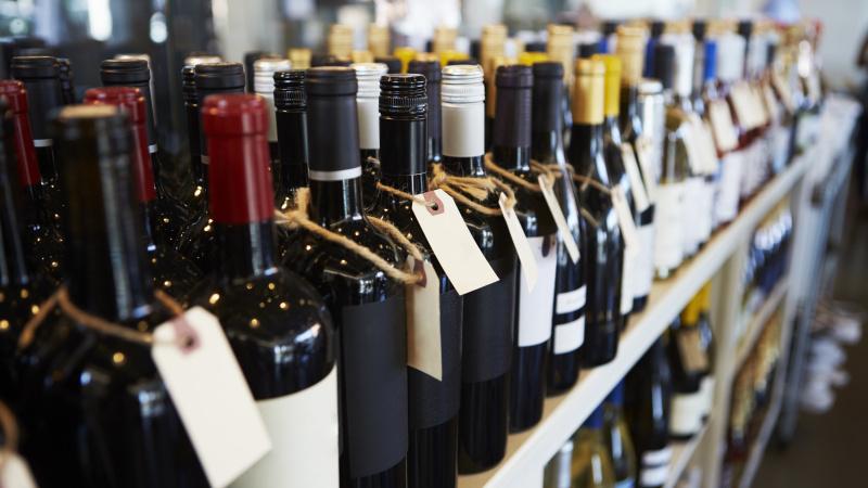 Škotijoje sumažėjo alkoholio pardavimai, sieja su minimalia kaina