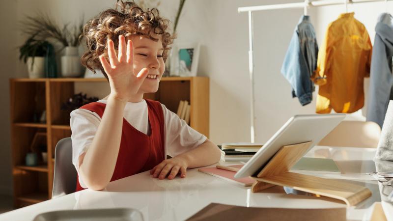 Išradingi mokytojai kviečia į nemokamas virtualias pamokėles JK lietuvių vaikus