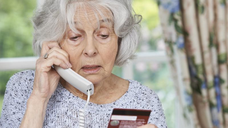 JK gyventojai perspėjami dėl NHS kontaktų atsekėjais apsimetančių sukčių