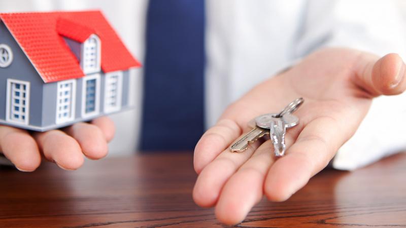 Būsto pardavimai JK gegužę smuko net 52 proc.