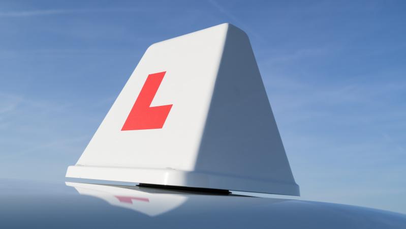 Anglijoje nuo liepos 4 d. bus atnaujintos vairavimo pamokos