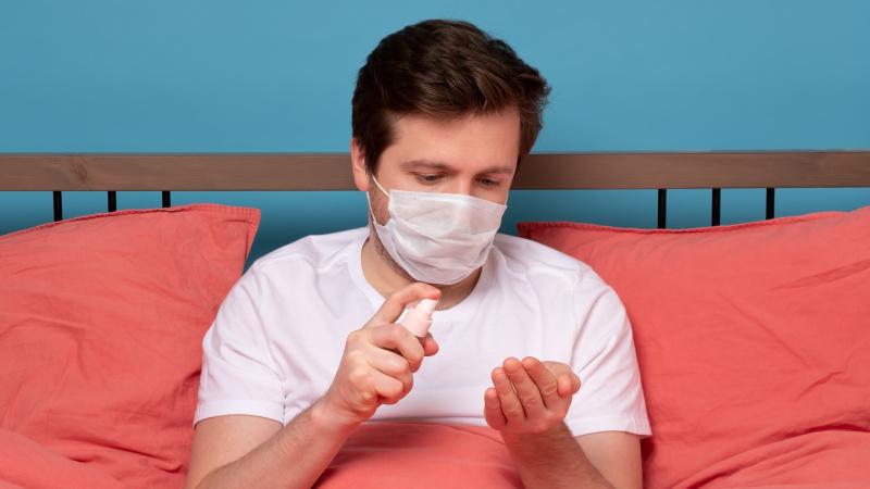 Anglijoje numatoma ilginti izoliacijos laikotarpį asmenims su koronaviruso požymiais