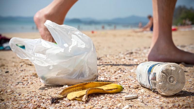 JK paplūdimiuose po karštojo savaitgalio – kalnai šiukšlių ir pyktis ant turistų