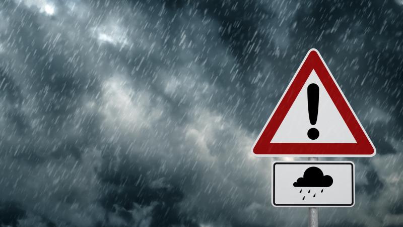 JK tvyrant dideliam karščiui gyventojai perspėjami dėl audrų ir potvynių
