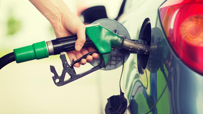 JK iždo sekretorius svarsto kelti degalų akcizą, kad padengtų COVID-19 išlaidas