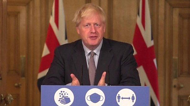 """""""Privalome veikti"""", kad užkirstume kelią antram karantinui, sako JK premjeras"""