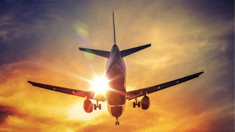 """Oro linijos piktinasi chaosu Europoje: taisyklių """"kratiniai"""" trukdo grįžti prie reguliarių kelionių"""