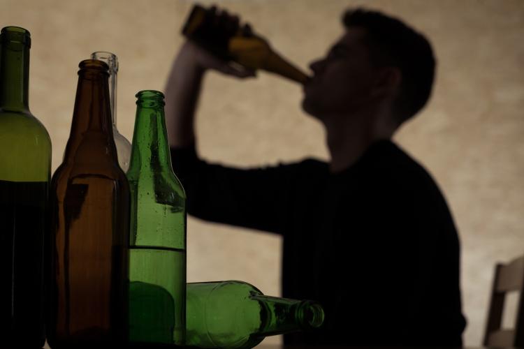 Apklausa JK: gyventojai karantino metu daugiausia gėrė, bet mažiau rūkė