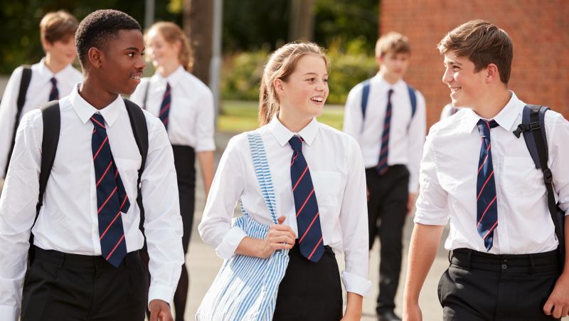Dėl koronaviruso namo mokinius yra išsiuntusios beveik pusė Anglijos vidurinių mokyklų