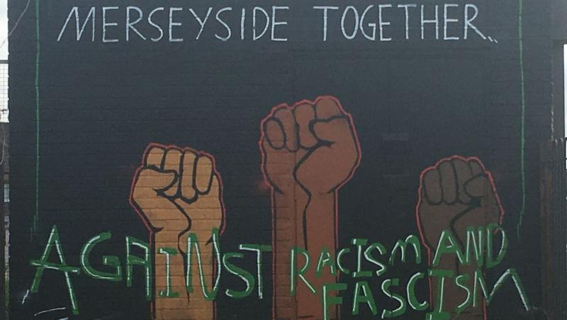 Jungtinėje Karalystėje – freska prieš rasizmą palaikant užpultą lietuvį berniuką