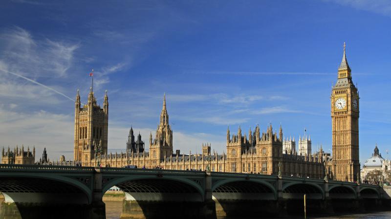 JK parlamentas balsuos dėl mėnesio trukmės karantino Anglijoje