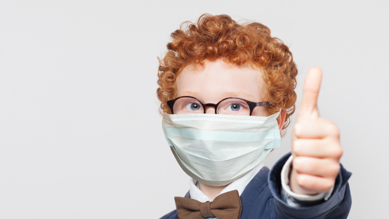 Naujos gairės JK: visi mokiniai ir personalas vidurinėse mokyklose privalo koridoriuose dėvėti kaukes