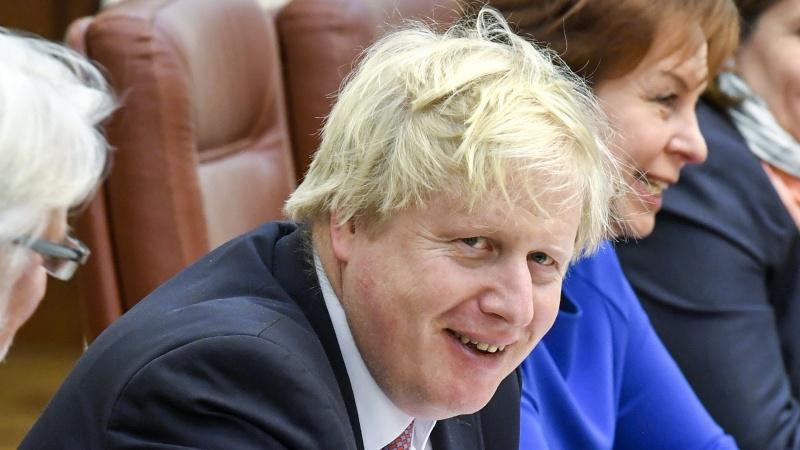 JK premjero COVID-19 testas neigiamas, tačiau jis toliau izoliuosis