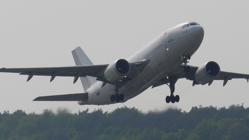 Gruodį oro bendrovės žada naujų skydžių krypčių tarp Lietuvos ir JK