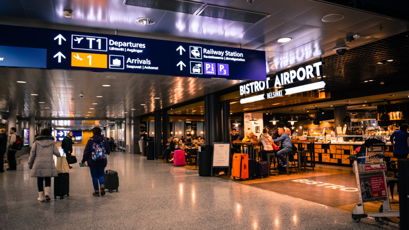 Gera žinia keliaujantiems: grįžus iš užsienio į JK saviizoliaciją leista sutrumpinti patiems