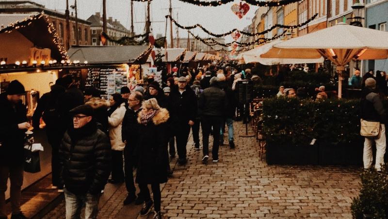 """JK gyventojai parodė, kaip pasiilgo """"shopping'o""""– mugė uždaryta, Londone sustabdytas eismas"""