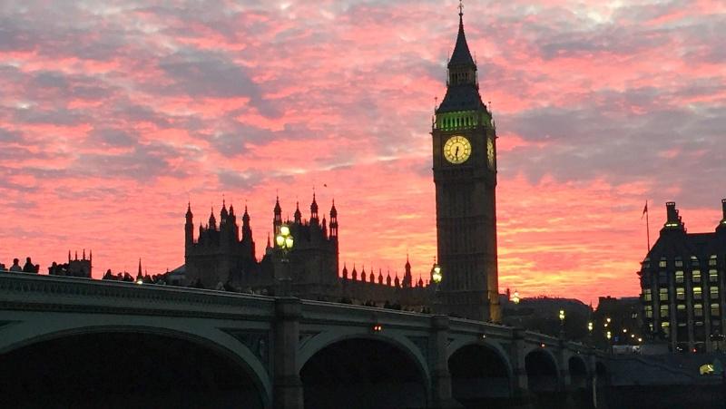 """Londonui gresia trečias apribojimų lygis – tai """"gali būti paskutinė vinis karste"""""""