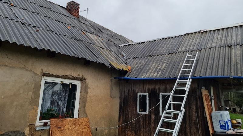 Pagalbos prašymas: šeima iš Šilutės gyvena avarinės būklės name [foto]