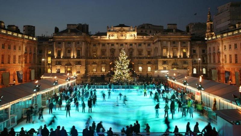 Per ledą su vėjeliu: Londono čiuožyklos kviečia smagiai praleisti laiką