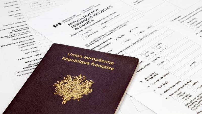 JK premjero B. Johnsono tėvas patvirtino siekiantis ... Prancūzijos pilietybės