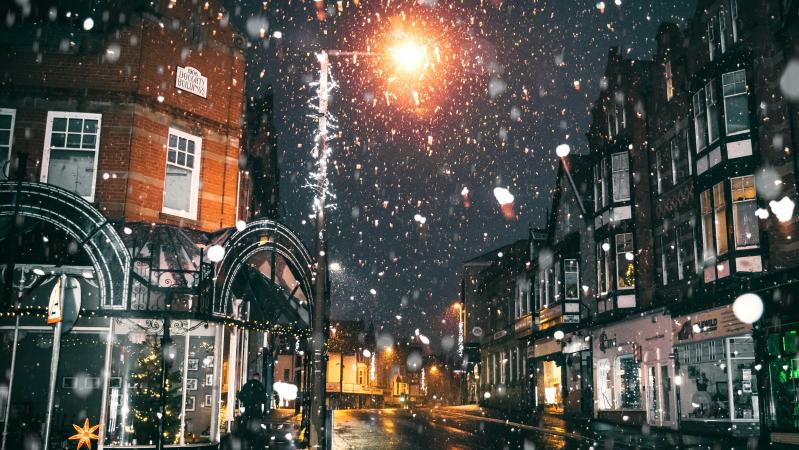 Žiema prieš Covid-19: dėl sniego dalyje Anglijos uždaryti testavimo ir vakcinacijos centrai