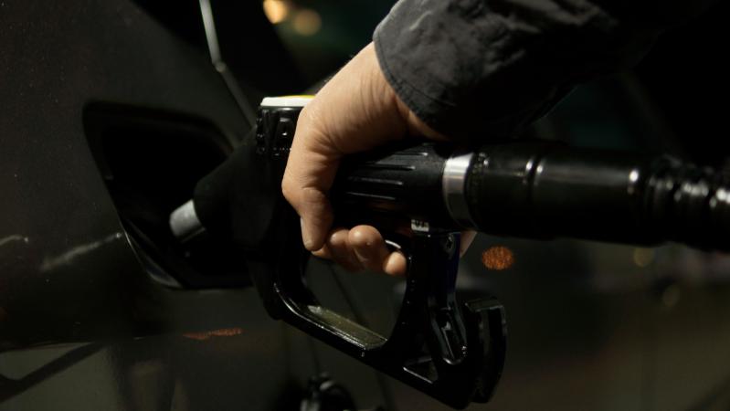 JK kancleris: dėl pašalpoms išleistų milijardų didės degalų kaina