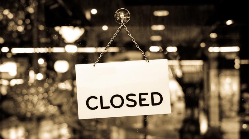 Vietos valdžios įgaliojimai pratęsti: aludės ir restoranai JK gali būti uždaryti iki liepos