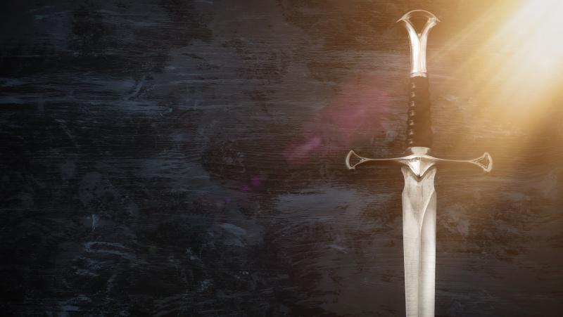 87 metų senolė JK plėšiką išvijo .. velionio vyro kardu