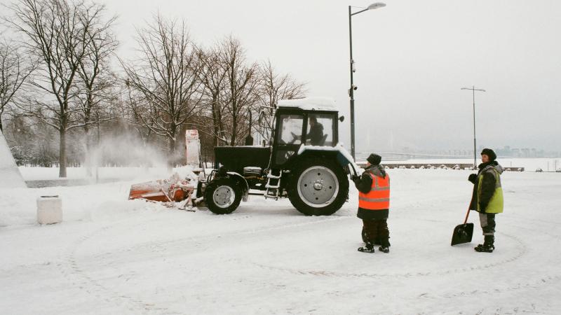 Taip šalta JK nebuvo jau 10 metų, sniegas sutrikdė geležinkelio darbą