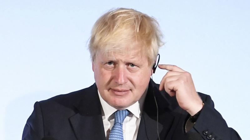 B. Johnsonas: nieko negaliu pažadėti dėl būsimų karantinų