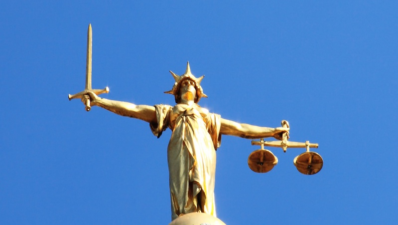 JK lietuvė tautiečių nužudymo byloje apkaltinta trukdymu teisingumui