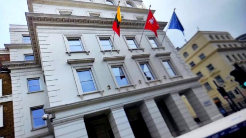 Kilus sąmyšiui dėl asmens dokumentų, Lietuvos ambasada JK nelaukia karantino pabaigos