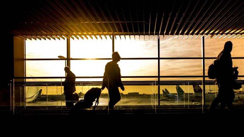 JK premjeras prakalbo apie galimybę keliauti, pasiskiepijusiems gali tekti pirmenybė