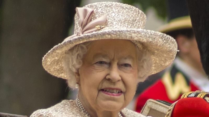 Karalienės vyras princas Philipas dar neišleidžiamas iš ligoninės