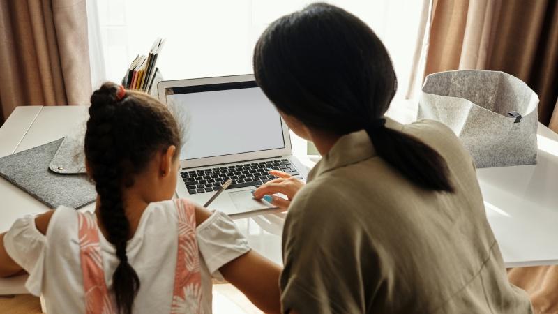 Vaikus auginančioms šeimoms siūloma Covid-19 testus atlikti dukart per savaitę