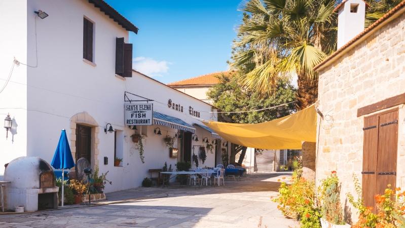 Kipras ruošiasi priimti paskiepytus turistus iš JK, o likusiems atostogauti šalyje šiemet teks plačiau atverti pinigines