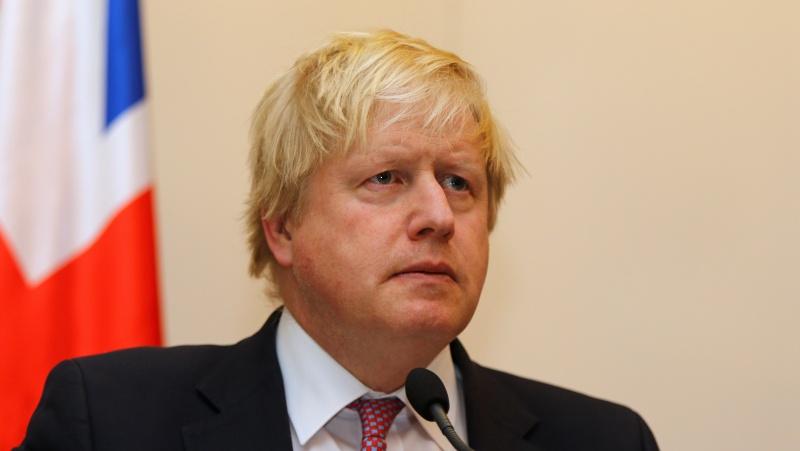 Šaltiniai: JK premjeras pripažino, kad pirmąjį karantiną įvedė per vėlai