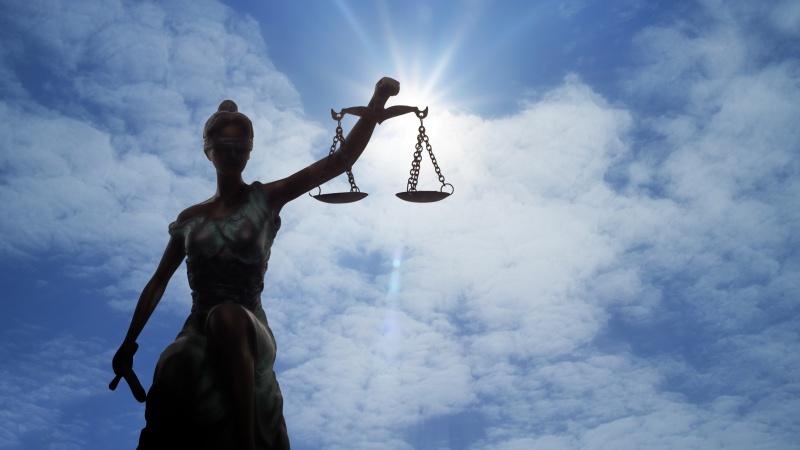 Prieš Škotijos teismą dėl išprievartavimo stojęs lietuvis kaltinimus neigia