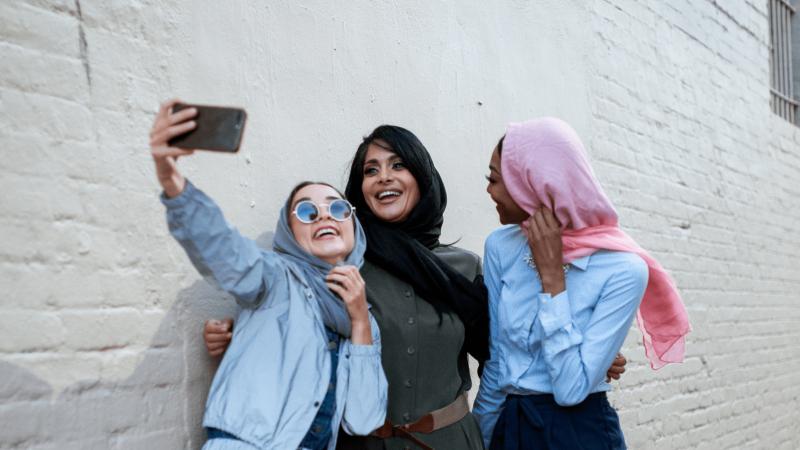 To dar nebuvo: Londone dėl draudimo mokykloje dėvėti hidžabus protestavo mokiniai