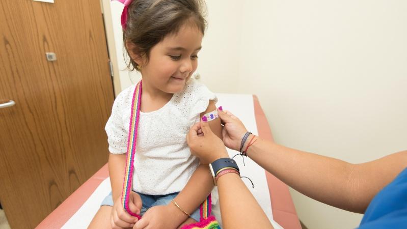 JK prasidės vakcinos nuo koronaviruso bandymai vaikams