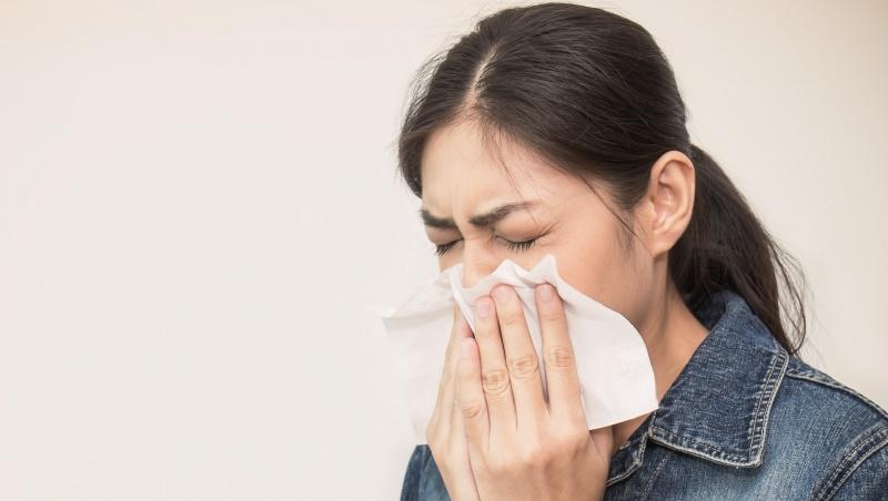 Daugiau nei pusė JK gyventojų, kuriems nustatomas COVID, nejaučia jokių simptomų