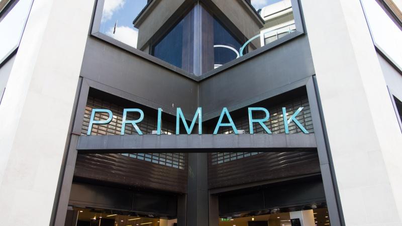 """Po rekordinių pardavimų """"Primark"""" grąžins per prastovą gautą valstybės paramą"""