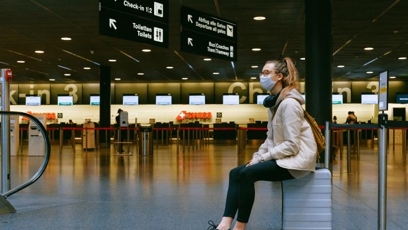 JK svarstoma skaitmeniniu būdu susieti keliautojų Covid dokumentus su pasais, kad pavyktų išvengti eilių