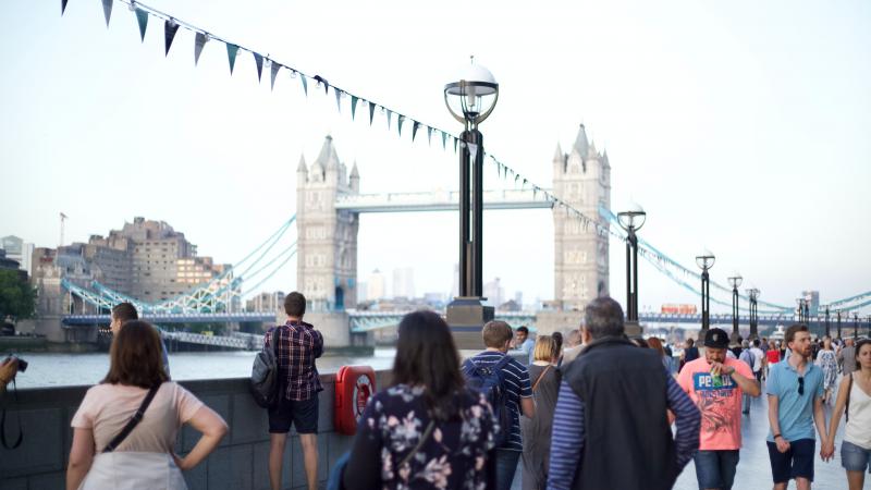 Londono tilto teroristą sulaikę praeiviai: puolė jį narvalo iltimi, kėde ir gesintuvu