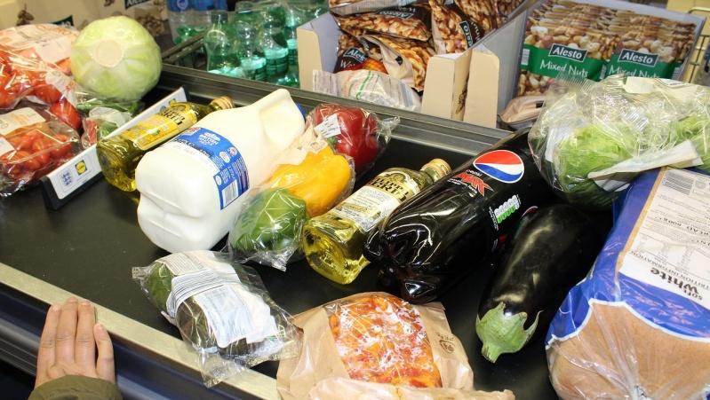 Maisto bankai: kas dešimt minučių Velse maisto paketas duodamas vaikams